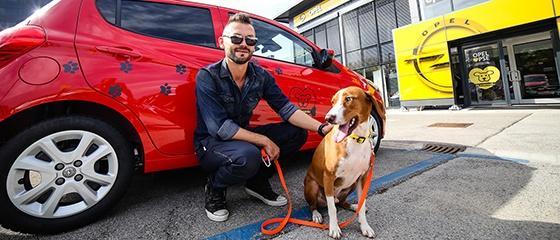 Ivan Dečak i pas Hundač - Opelovi dog friendly saloni u Hrvatskoj